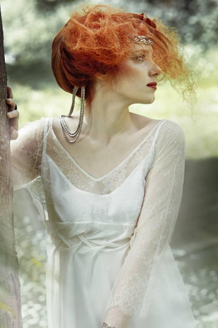 Coiffure entièrement en cheveux naturels  et maquillage réalisés par Didier pour le salon CURL'IN